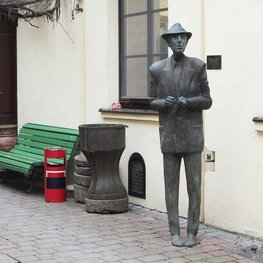 Sculpture of Leonard Cohen