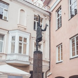 Statue of the Lamplighter