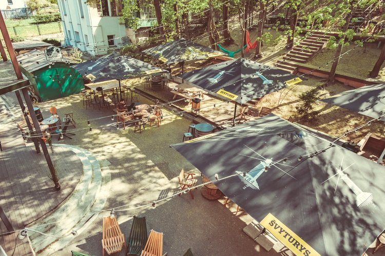 "Svečių namai ir kempingas ""Downtown Forest Hostel and Camping"""