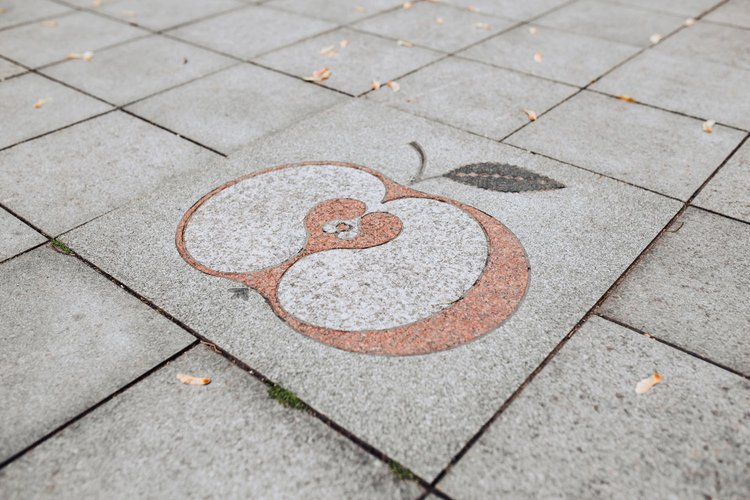 Apple Tile: A Lovers' Meeting Place