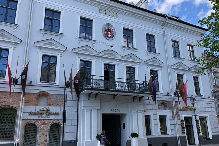 Pacų rūmai-viešbutis