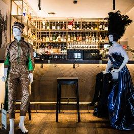 Mannequins in Cafés