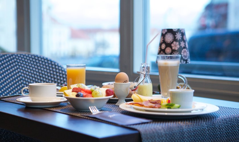 Vėlyvųjų pusryčių viešbučio kambaryje pasiūlymai