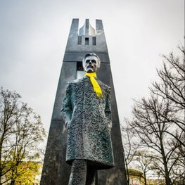 Eurovision Makeover: Vilnius Dresses its Statues to Match Lithuanian Eurovision Entry Style