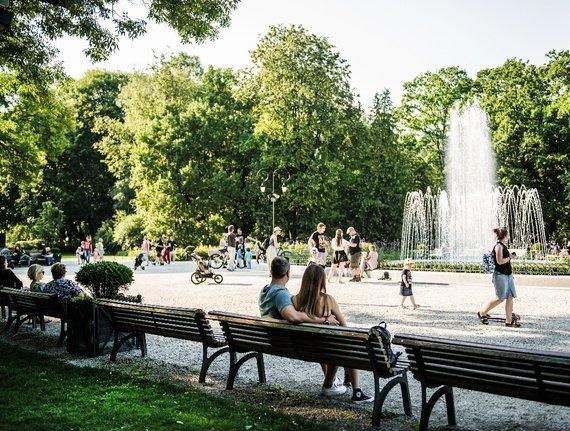 A stroll through the green grass of Vilnius